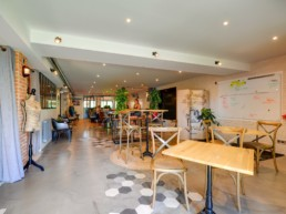 Décoration, comme à la maison, espace pour les réunions d'équipes et team building